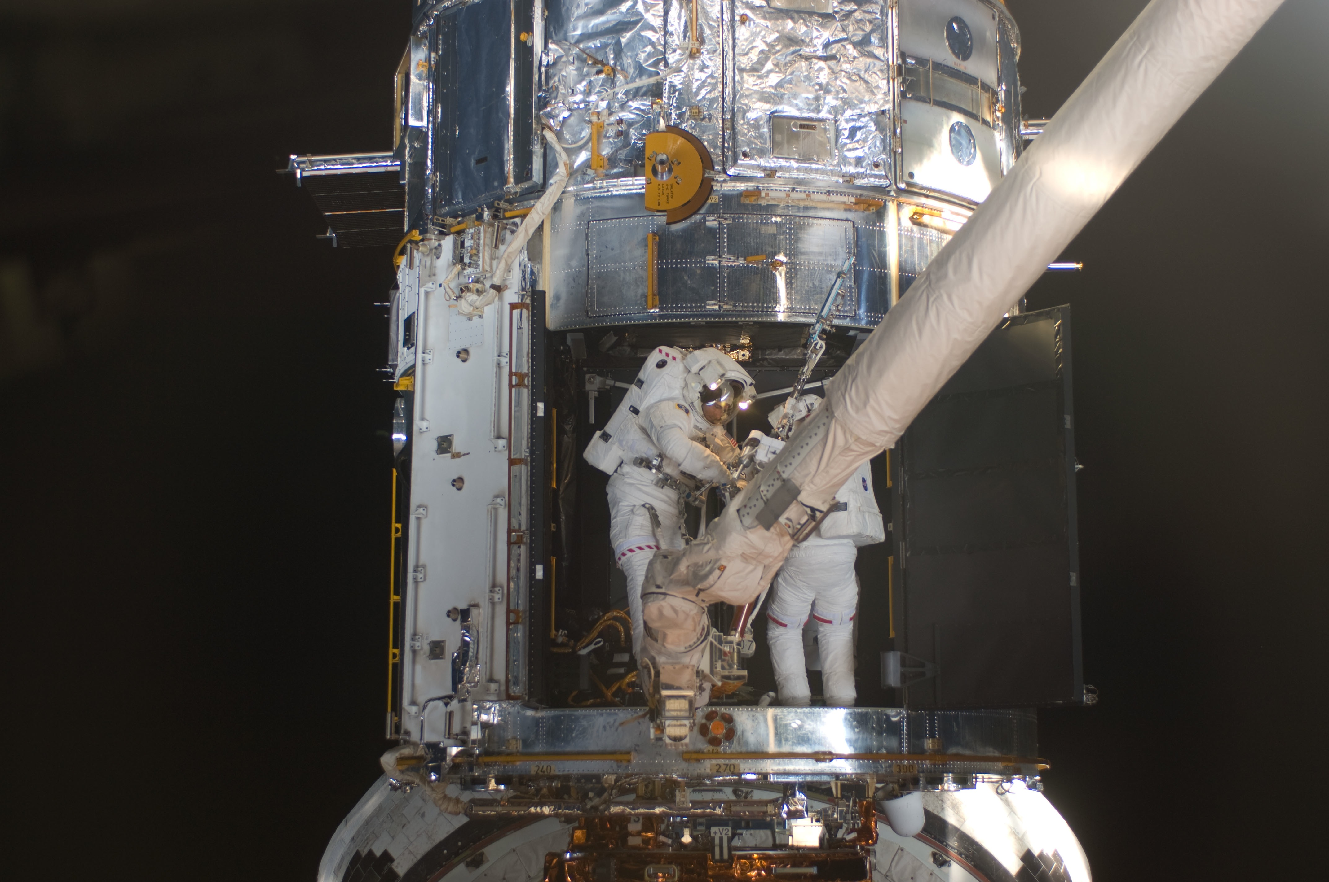 Astronauts fixing Hubble during STS-125